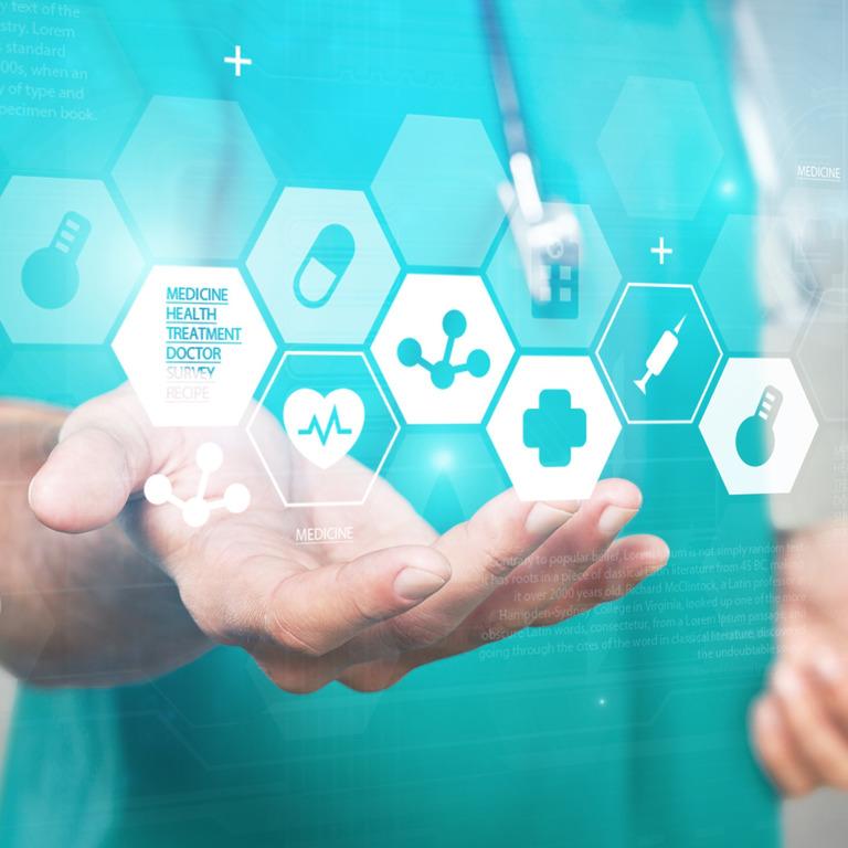 Arzt balanciert eine animierte Darstellung verschiedener Gesundheitselemente auf seiner Hand