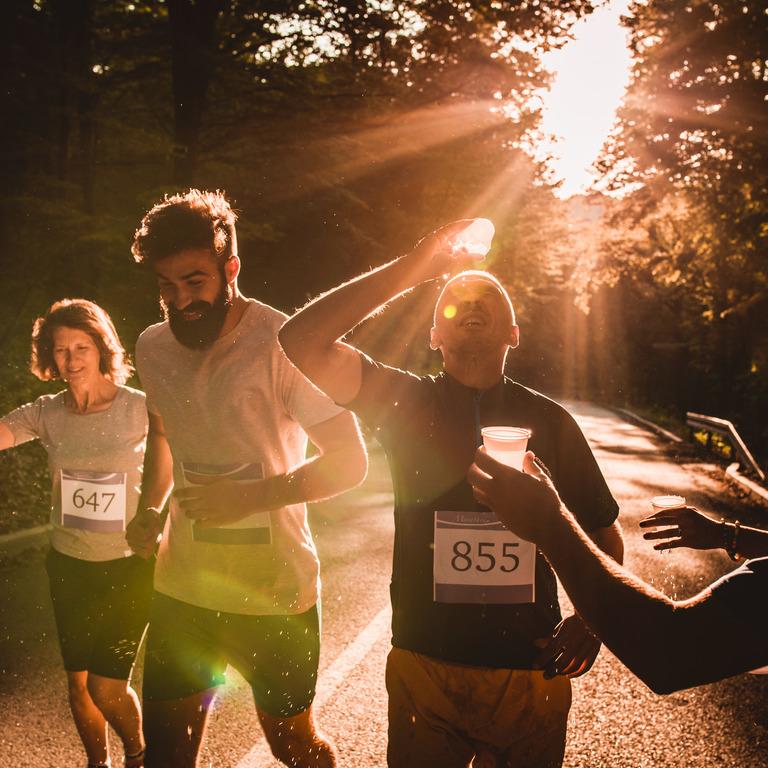 Gruppe von Läufern während eines Marathons