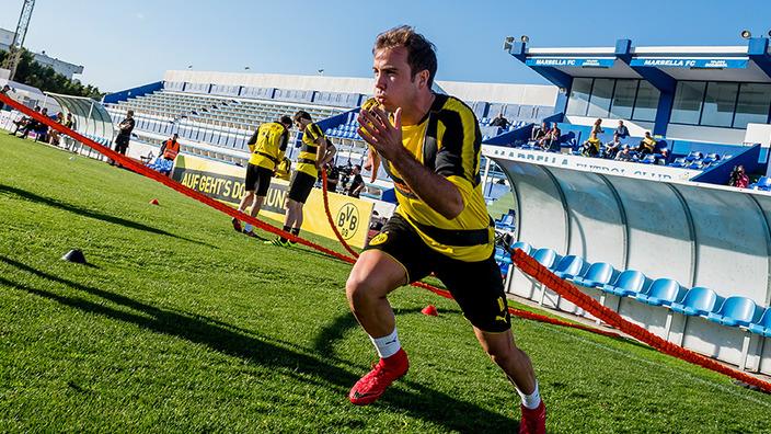 BVB-Spieler Mario Götze beim Sprinttraining mit einer Zughilfe