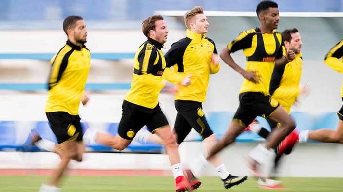 BVB-Spieler beim Lauftraining im Stadion