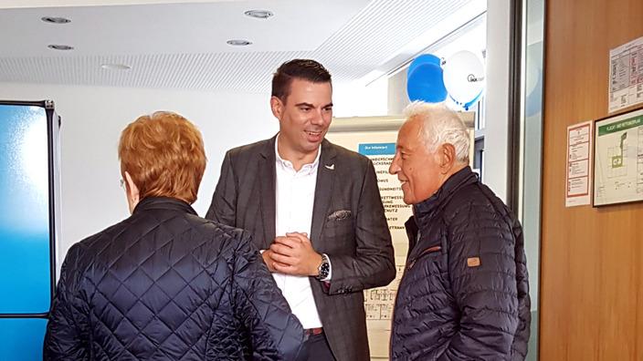 IKK classic-Regionalgeschäftsführer im Gespräch mit  Besuchern