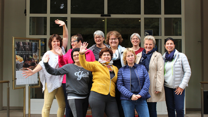Unternehmerfrauen des Handwerks vor dem Staatsbad Pyrmont