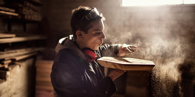 Wie kann man sich vor Nasenkrebs durch Holzstaub schützen?