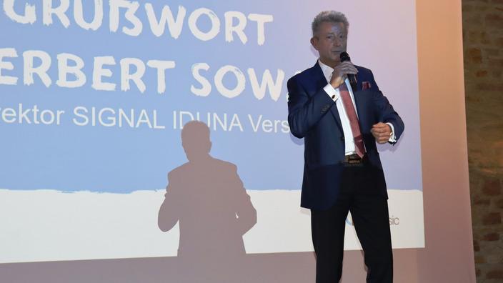 Herbert Sowa begrüßt die Zuschauer