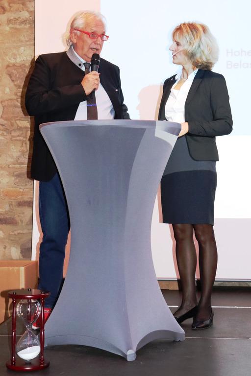 Kreishandwerksmeister Josef Hofmann und IKK-Gesundheitsmanagerin Petra Heinle im Gespräch