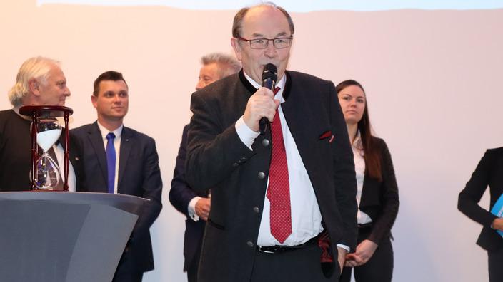 Walter Heußlein verabschiedet die Zuschauer