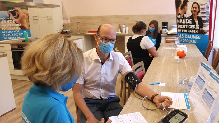 Geschäftsführer Andreas Nitsch beim Gesundheits-Check