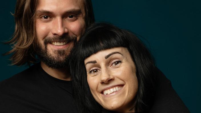 Achim und Verena Sam halten sich im Arm