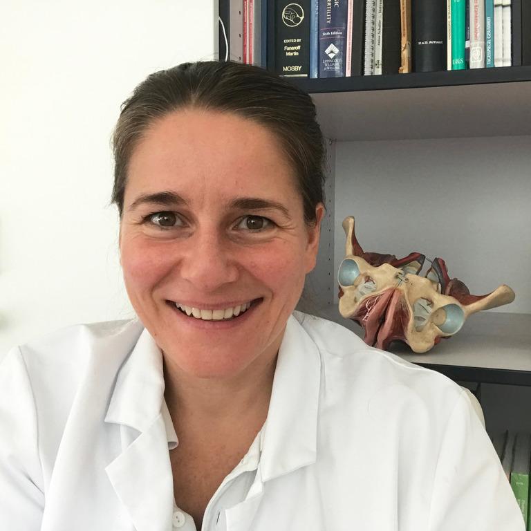 Portrait von Mandy Mangler im Arztkittel