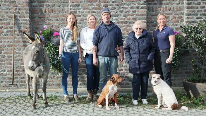 Familie Leiders mit einigen ihrer Tiere