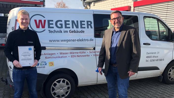 IKK classic übergibt Siegel an Nils Wegener