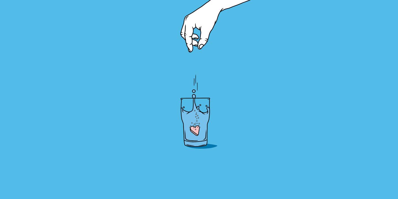 Illustration einer Hand, die eine herzförmige Tablette in ein Glas fallen lässt